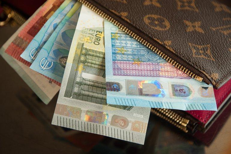 Cómo importar en España: Aranceles, aduanas e IVA