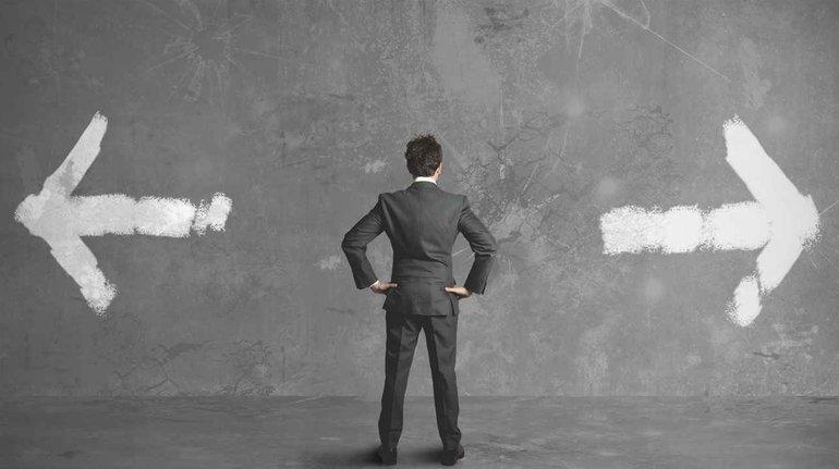 Contratar un asesor o llevar los papeles siendo autónomo